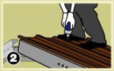 ให้ยึดสกรูทุกๆสันลอนบริเวณแปปลาย และแปเดี่ยว ส่วนแปกลาง ยึดสันลอนเว้นสันลอน